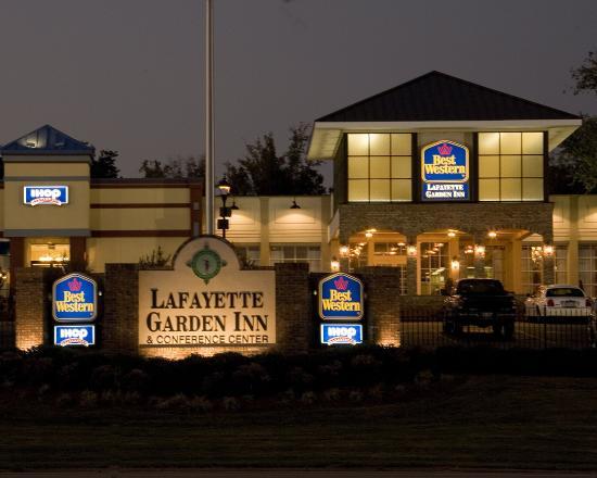 Lafayette Garden Inn & Conference Center: Exterior Night
