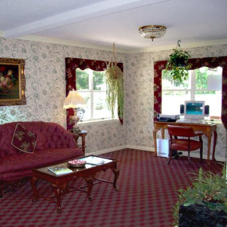 Durham Skyland Magnuson Hotel: Lobby View