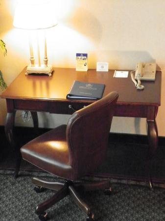 Lafayette Garden Inn & Conference Center: Guest Room