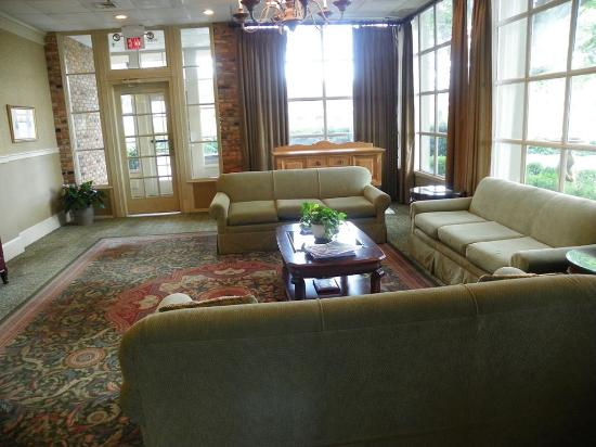 Lafayette Garden Inn & Conference Center: Lobby