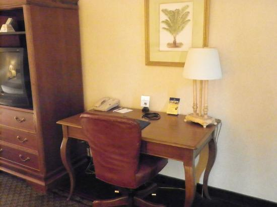 Lafayette Garden Inn & Conference Center: Guest Room