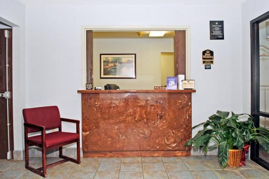 Briarwood Inn: Front  Desk