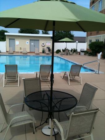 Days Inn Pottstown: Outside Seasonal Pool