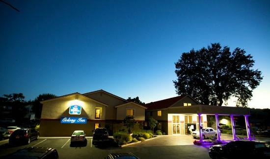Best Western Plus Colony Inn: Colony Inn Entrance