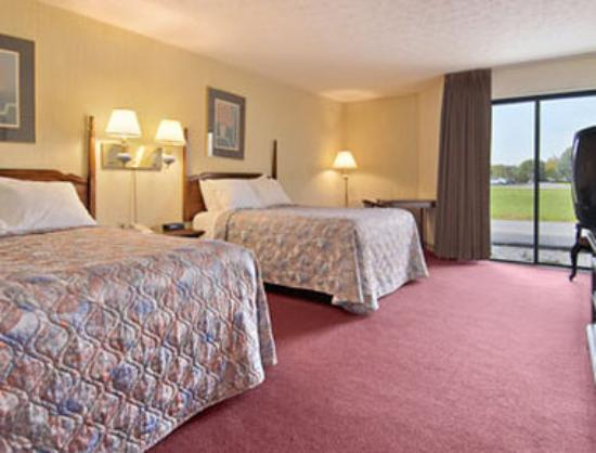 Days Inn Harrodsburg: Standard Two Double Bed Room