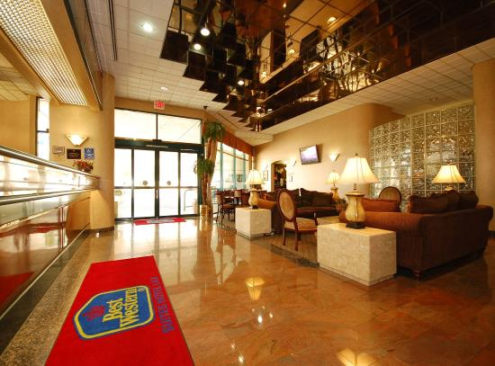 Best Western Plus Suites Hotel: Lobby