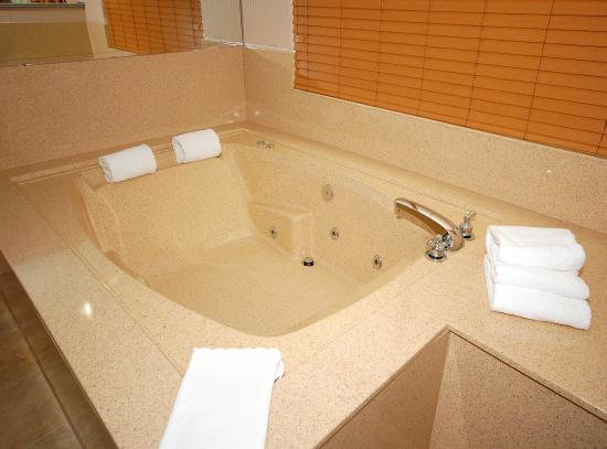 best western plus suites hotel whirlpool tub