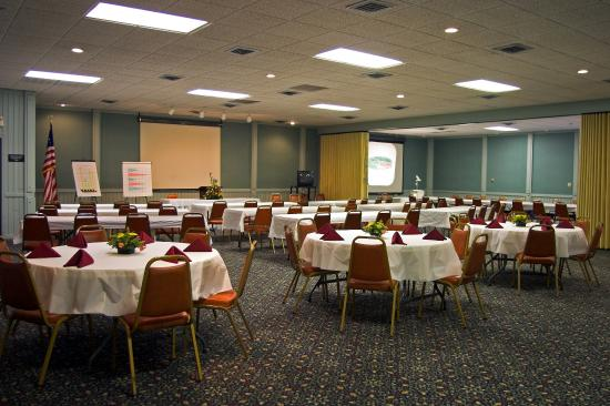 Econo Lodge Inn & Suites: Meeting  Room