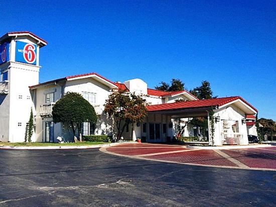 Motel 6 Dallas - Market Center : MExterior