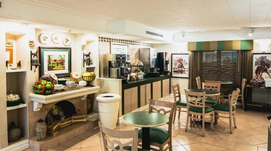 La Quinta Inn Lexington: Breakfast Area
