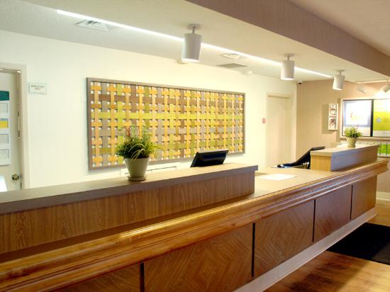 Motel 6 Houston Medical Center - Reliant Park: Front Desk