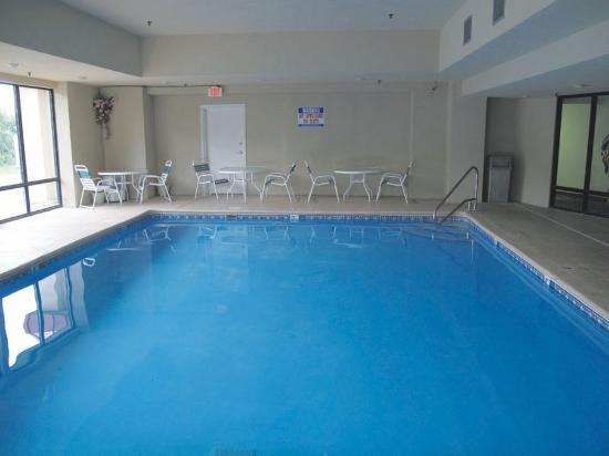 Baymont Inn & Suites Crossville: Pool