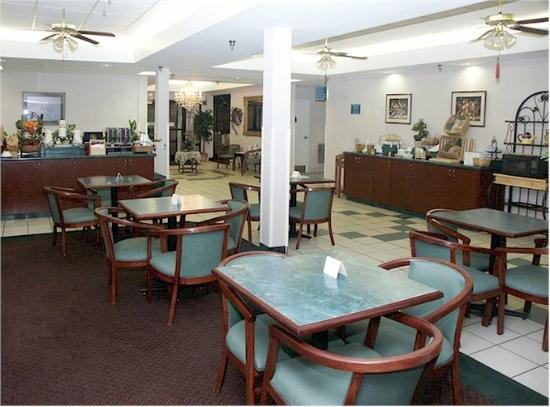 Baymont Inn & Suites Crossville: Breakfast Area