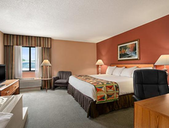 Photo of Baymont Inn & Suites Sullivan