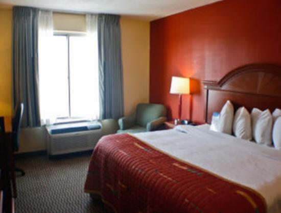 Baymont Inn & Suites Peoria: One King Bed Guest Room