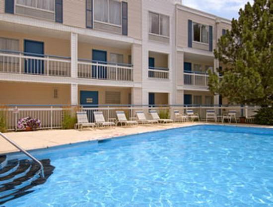 Baymont Inn & Suites Peoria: Pool