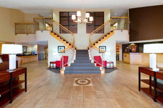 Four Points by Sheraton Charlotte - Pineville: Entrance Lobby