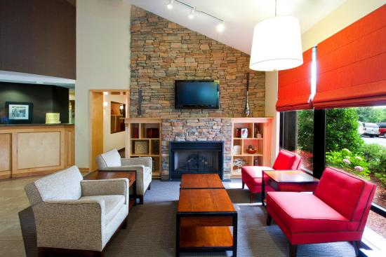 Four Points by Sheraton Charlotte - Pineville: Lobby Sitting Area