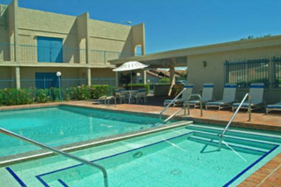 Howard Johnson Mesa Gilbert: Swimming Pool