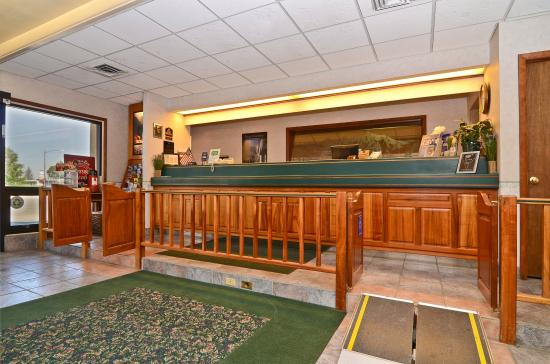 Red Arrow Inn & Suites : Hotel Lobby