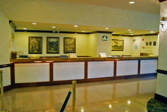 Holiday Inn Miami Beach : Front  Desk