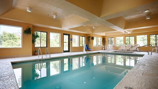 BEST WESTERN Bradbury Inn & Suites: Indoor Pool