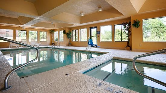 Best Western Bradbury Inn & Suites: Indoor Pool