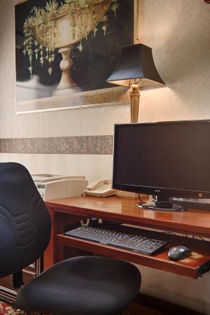 BEST WESTERN Bradbury Inn & Suites: Business Center