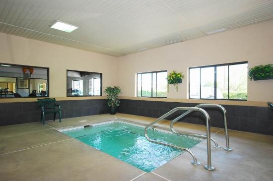 Best Western Inn & Suites : Hot Tub