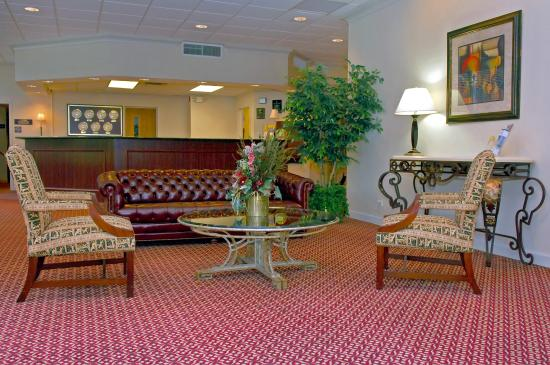 FairBridge Hotel at Executive Plaza Wheeling: Lobby