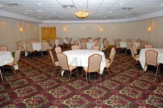 FairBridge Hotel at Executive Plaza Wheeling: Banquet Hall