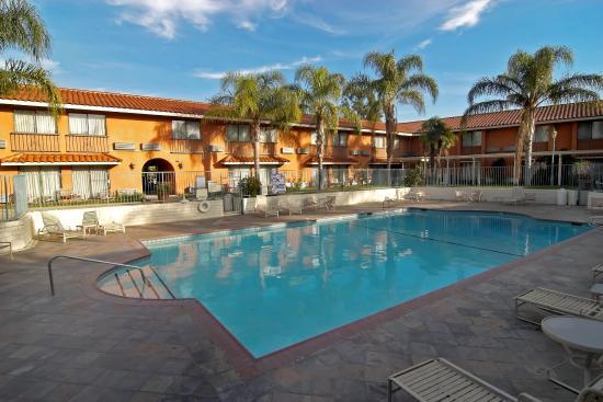 Anaheim Hills Inn & Suites: Outdoor Pool
