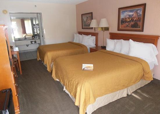 Travelodge Willcox: room