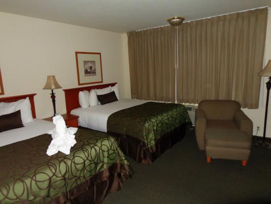 Coronado Motor Hotel-Yuma: Double Queen Guest Room