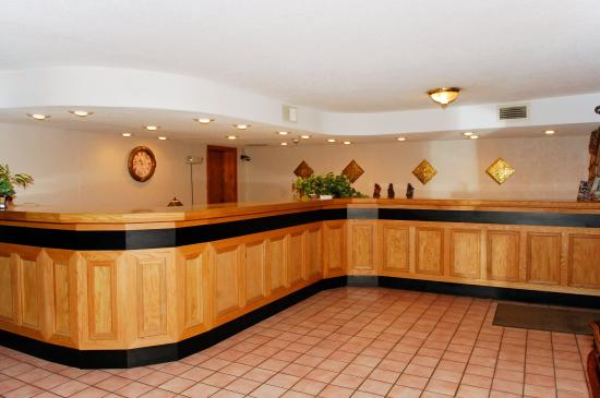 Colony Inn: Reception Desk