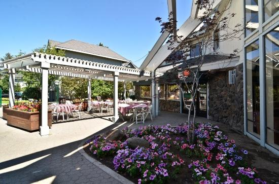 Beach Retreat & Lodge at Tahoe: Hotel Resturant Outdoor Patio Seating Available