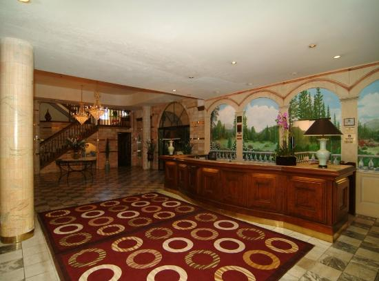 Best Western Big Bear Chateau: Front Desk