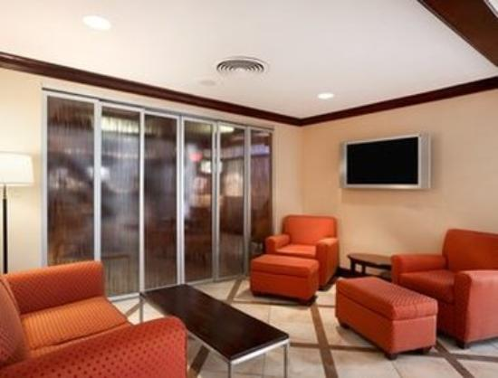 Ramada Newark/Wilmington: Lobby