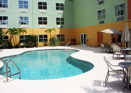 Allure Suites: Pool