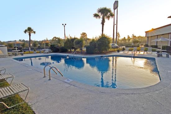 Days Inn Valdosta/Near Valdosta Mall: Outdoor Pool