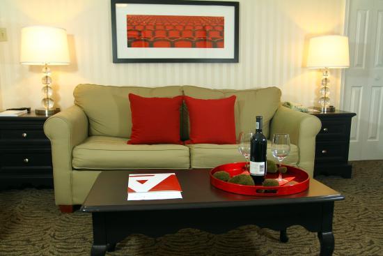 Artmore Hotel: Living Room Soft Lighting