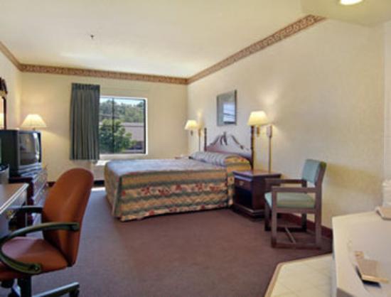 Econo Lodge Inn & Suites: Jacuzzi Suite