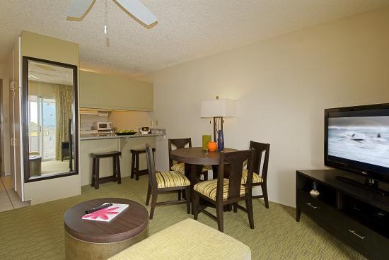 Plantation Hale Suites: Deluxe Suite Dining Area