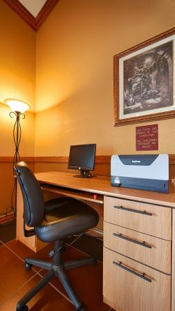 Best Western Country Suites: Business Center