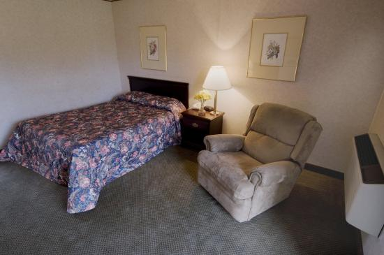Abilene, KS: One Double Bed