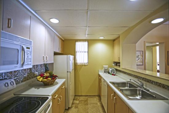 The Royal Sands Resort & Spa All Inclusive : Kitchen in suite