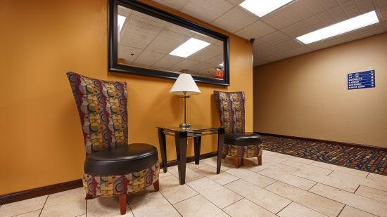 Best Western Inn Florence: lobby seating