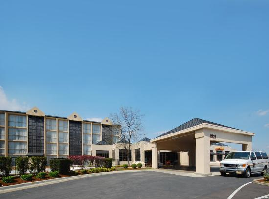 Holiday Inn Express Louisville Airport Expo Center: BEST WESTERN Airport East/Expo Center