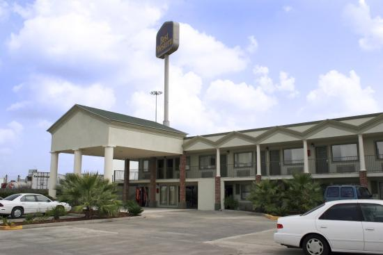 Super 8 Breaux Bridge Exterior 1