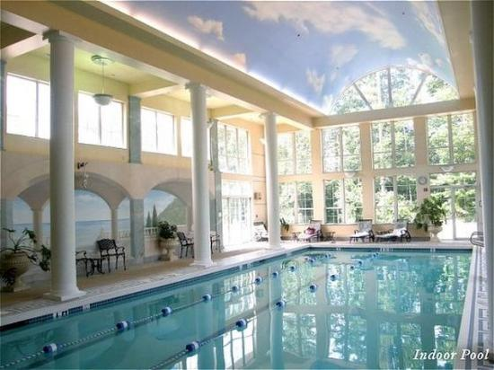 Senator Inn & Spa: Pool View